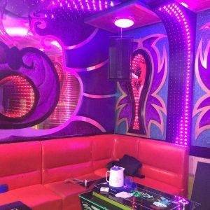 Bục Nhảy Bar